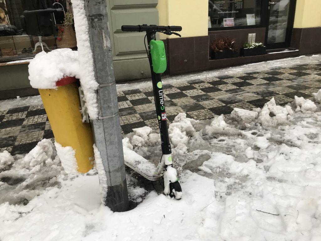 E-Scooter im Schnee