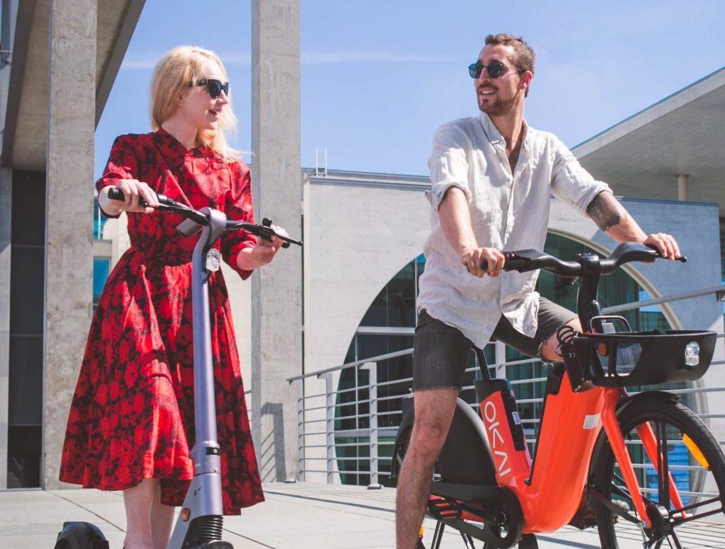 Menschen auf Fahrrad
